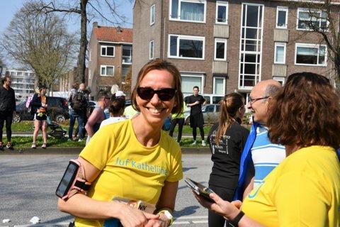 Juf Kathelijne neemt deel aan de duo-estafette