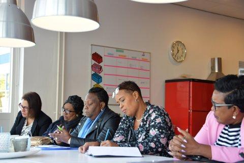 De delegatie bezoekt de Johannes Martinus school