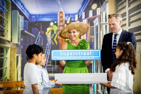 Máxima en kids Valentijnschool openen Wereldmuseum Aad Hoogendoorn