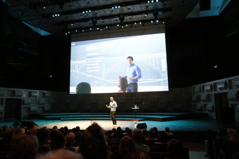 Theatershow 'De toekomst van het onderwijs' van trendwatcher Richard van Hooijdonk